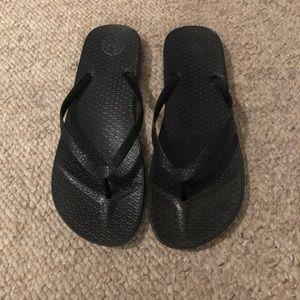 Black Sonoma flip flops 9/10